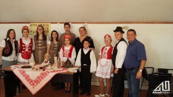 A magyar hagyományőrzők csapata és tanáraik
