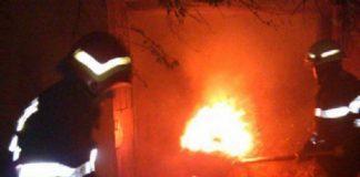 14 pompieri militari au acţionat pentru stingerea unui incendiu în localitatea Teleac