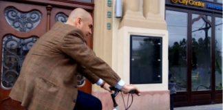 Bolojan circulă cu bicicleta de când a rămas fără permis
