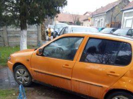 Se întâmplă în Aleșd: șoferii parchează pe trotuar și blochează accesul pietonilor