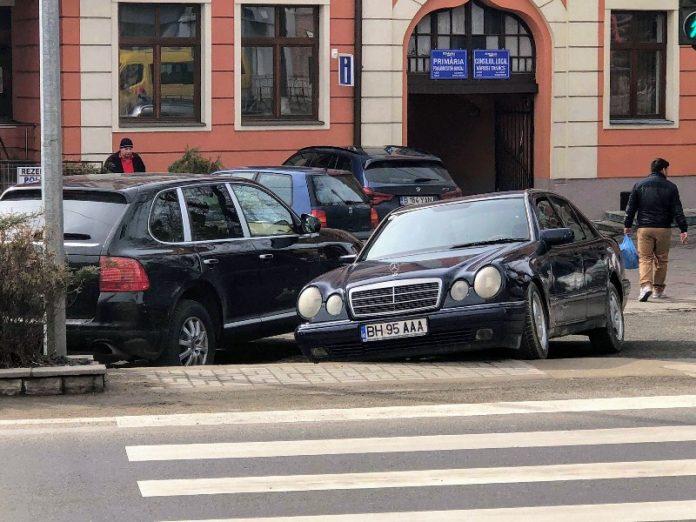 parcat pe trecere de pietoni Aleșd