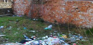 gunoi intre blocuri Aleșd