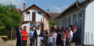 """Asociația Caritas Eparhial Oradea a pus, în Ioaniș, piatra de temelie a viitorului centru de zi """"Sfântul Martin""""-800x530"""