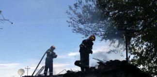 Incendiu de amploare într-un sat din județul Bihor-800x600