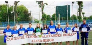 Echipa de fotbal feminin a Colegiului Tehnic Alexandru Roman din Aleşd-800x557