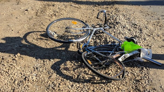 Biciclist acroşat de o maşină, la Aleșd 2 -800x450