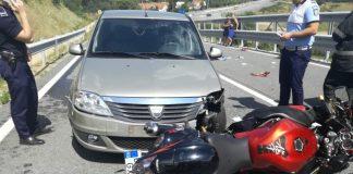 Un motociclist din Aleșd s-a izbit frontal cu o Dacie-800x600