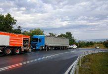 Accident între un autoturism și un TIR, pe Piatra Craiului