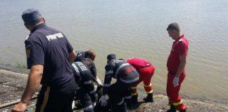 Cadavrul unui bărbat a fost scos de pompieri dintr-un canal colector -800x551