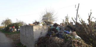Gunoaie în cimitirele din Aleșd