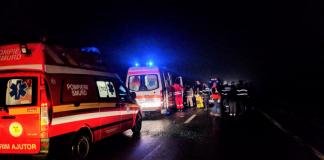 Ambulanţă implicată într-un accident la ieșire din Aleșd-9-800x450
