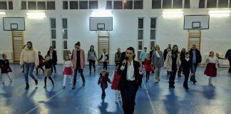 "Dans in sala de sport a Colegiului Tehnic ""Alexandru Roman""-800x450"