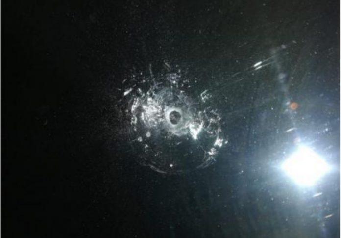 Geamurile unei clădiri de birouri din Oradea au fost găurite de gloanţe-800x557