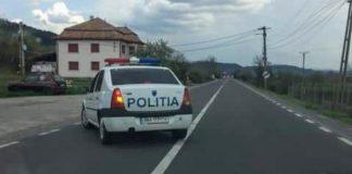 Masina de poliție din Aleșd, pozată în timp ce trecea linia continua-