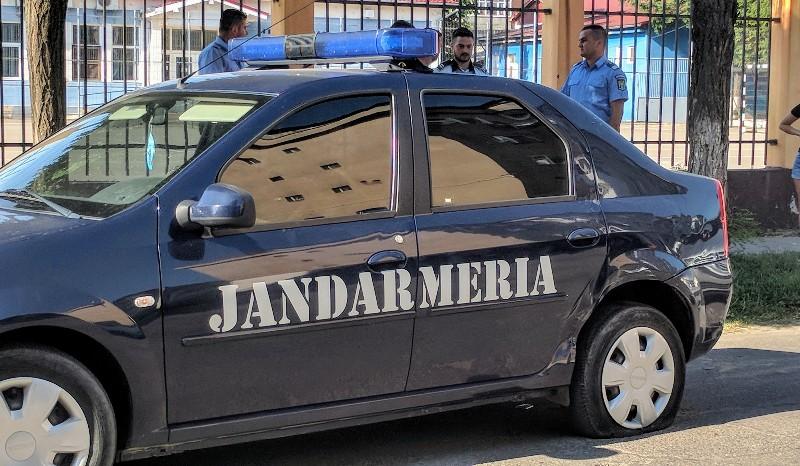 Accident mașina Jandarmerie Aleșd și un autoturism-800x466