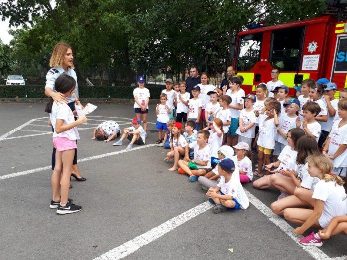 """Copiii au fost învățați de pompierii militari să prevină """"ghinionul"""