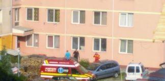 bărbat căzut bloc Aleșd