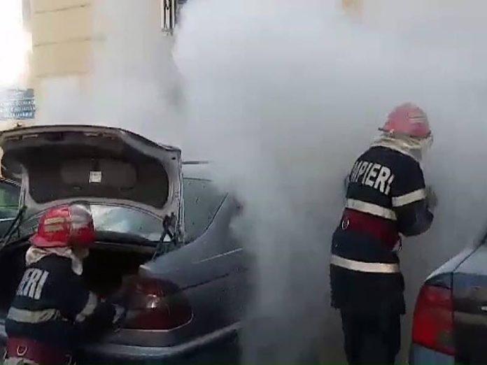 Două maşini, distruse de un incendiu în Oradea!