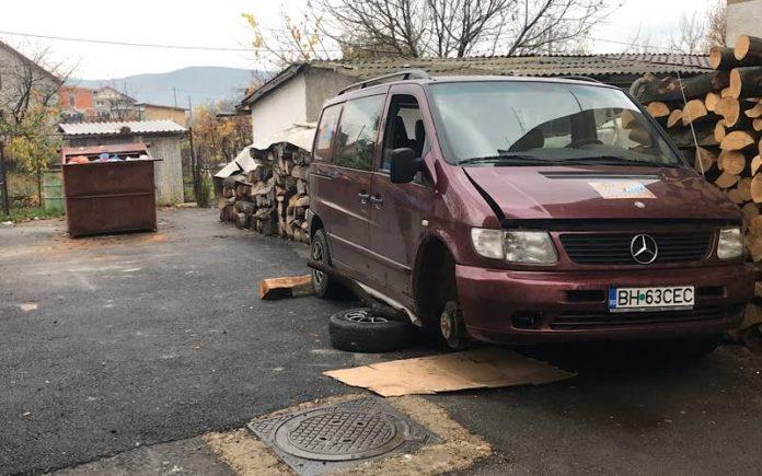 Mașina căzuta cric Aleșd