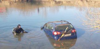 Mașina căzută în Crisul repede