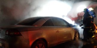 Mașina incendiată