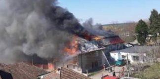 Incendiu violent la o clădire cu locuințe sociale din Marghita