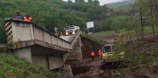 Podul care face legătura rutieră între E60 și Valea Drăganului s-a prăbușit