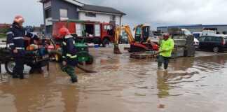 Pompierii bihoreni au scos apa din 86 de gospodării într-o singură zi (VIDEO)
