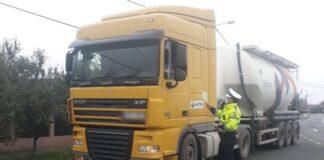 Camion oprit de poliție