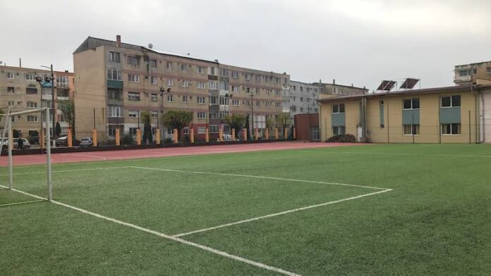 baza sportivă din cadrul Colegiului Tehnic Alexandru Roman din Aleșd