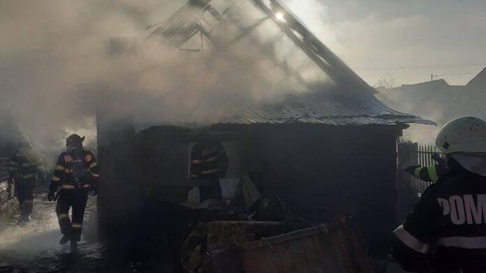Incendiu puternic la o casă din Aleșd