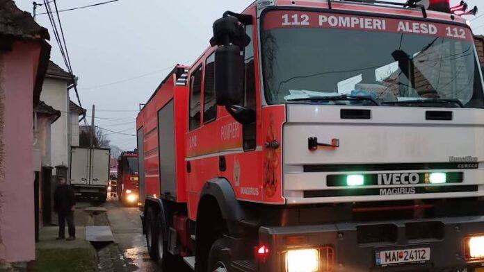 Incendiu la o casă în Vadu Crișului, pornit de la horn