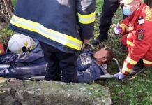 Bărbat salvat de pompieri dintr-o fântână