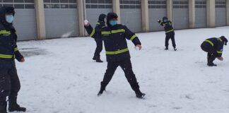 Pompieri zăpadă
