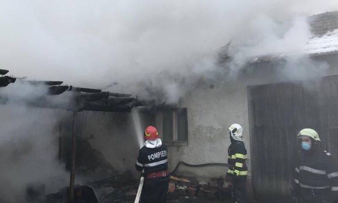 Incendiu provocat de o afumătoare improvizată