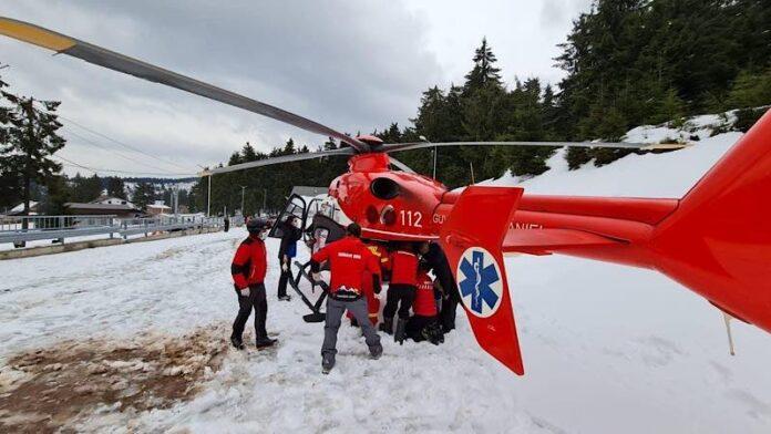 Elicopter smurd pe zăpadă