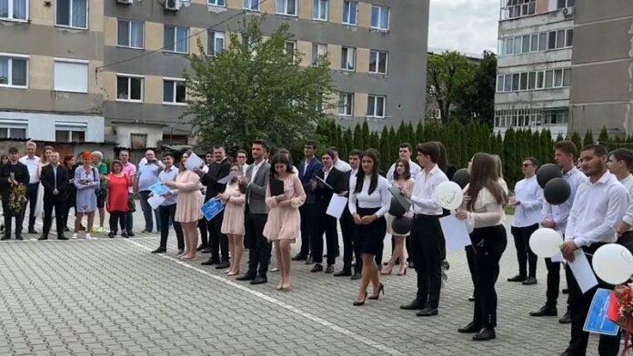 """ceremonia de absolvire a celor 2 clase liceale la Liceul Teoretic """"Constantin Șerban"""""""